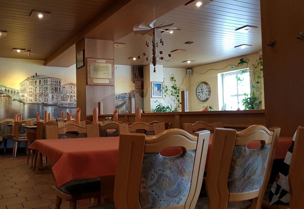 Pizzeria Ronneburg mit vor Ort-Service - Anrufen und bestellen